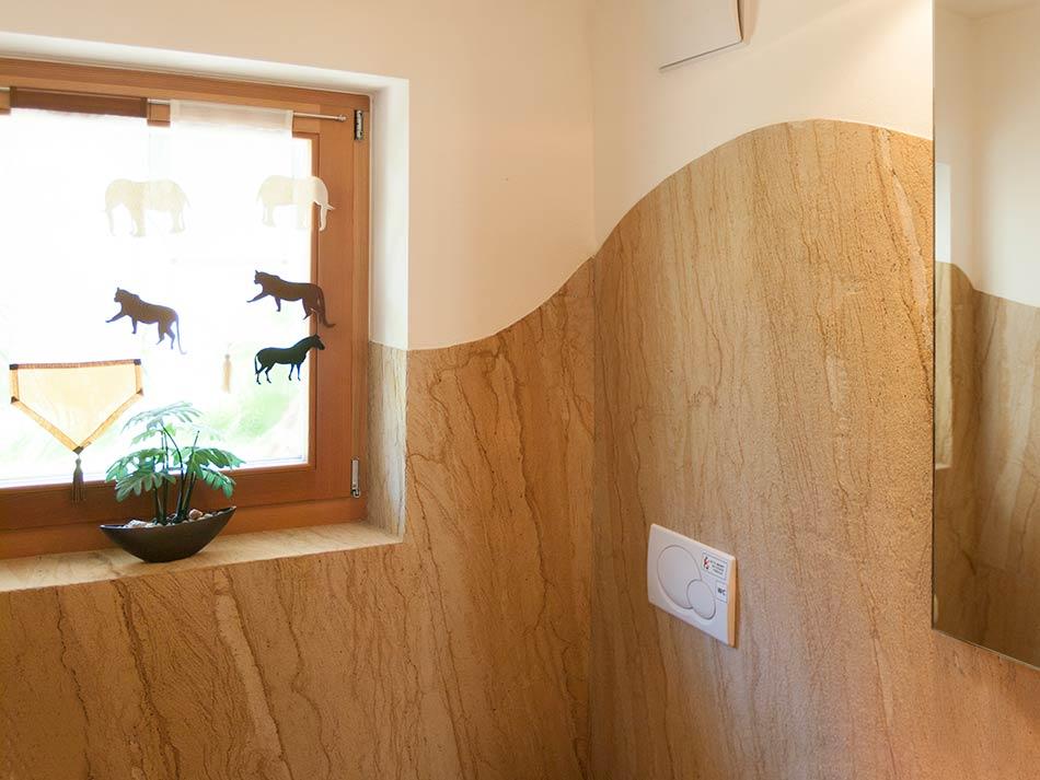 Pareti rivestite in lastre di pietra naturale  Debowa sas - Modelliamo spazi