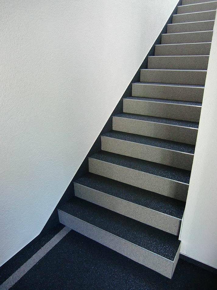 Scale granuli pietra naturale scale antisdrucciolo restauro scale debowa sas modelliamo spazi - Resina per scale ...