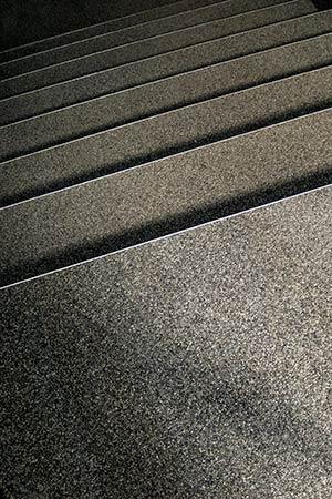 Scale granuli pietra naturale scale antisdrucciolo for Scale rivestite in resina